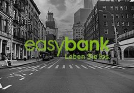 """Logo von """"easybank"""" mit Stadt im Hintergrund"""