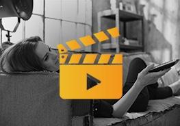 Icon mit Filmklappe mit Frau im Hintergrund