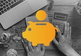Icon von einem Sparschwein mit Laptop, Taschenrechner und Münzen im Hintergrund